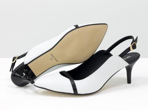 Женские туфли с открытой пяткой из натуральной кожи белого цвета на шпильке