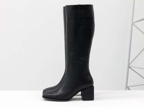 Cапоги из черной натуральной кожи  на обтяжном каблуке, М-2070-01