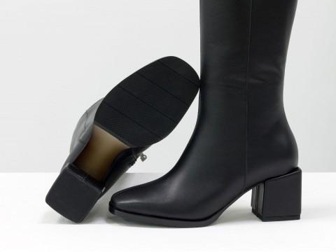 Осенние сапоги черного цвета из натуральной кожи  на устойчивом каблуке, М-2070-01