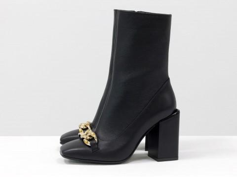 Женские классические ботинки черного цвета из натуральной кожи с фурнитурой, Б-2080-01