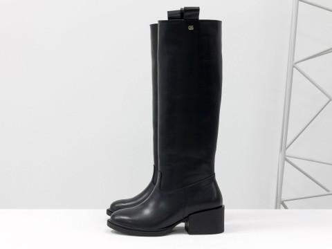 Женские классические сапоги из черной кожи на невысоком каблуке, М-2082-01