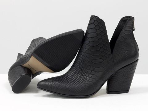 """Женские туфли-ботинки черного цвета из итальянской кожи с текстурой """"питон"""""""