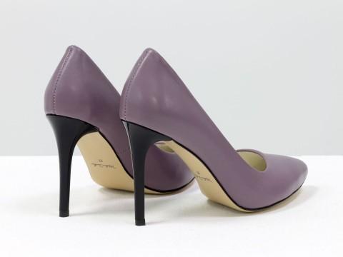 Сиреневые туфли из натуральной кожи на черном каблуке шпилька, Д-35-04