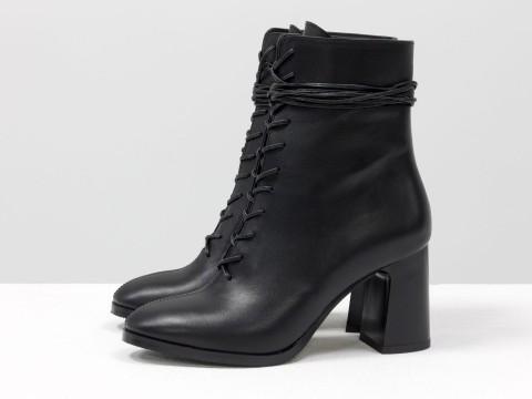 Дизайнерские базовые ботильоны на шнуровке черного цвета из натуральной кожи на высоком квадратном каблуке, Б-2091-01
