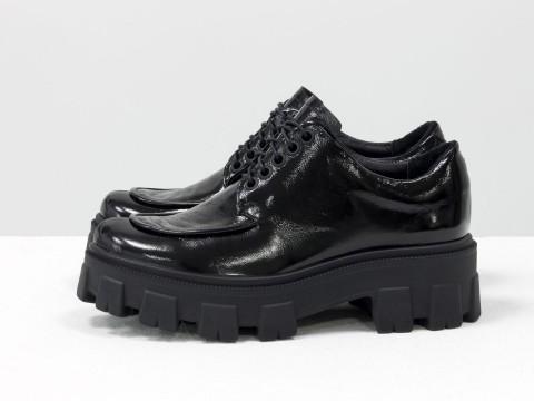 Женские туфли, которые сочетают в себе стиль дерби и лоферов на утолщенной тракторной подошве из натуральной лаковой кожи, Т-2046-06