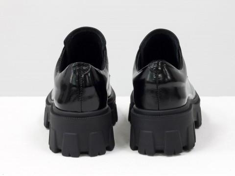 Женские черные туфли на тракторной подошве из натуральной лаковой черной кожи, Т-2046-06