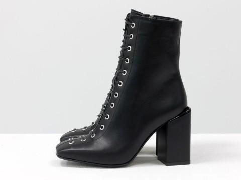 Дизайнерские базовые ботильоны на шнуровке черного цвета из натуральной кожи на высоком квадратном каблуке, Б-2093-01