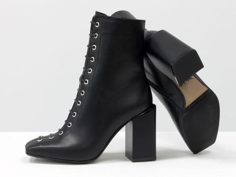 Дизайнерские ботильоны черного цвета с квадратным носиком на шнуровке из натуральной лицевой кожи, Б-2093-01
