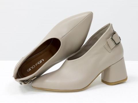 Дизайнерские закрытые туфли на невысоком обтяжном каблуке из натуральной итальянской кожи бежевого цвета,  Т-2056-07