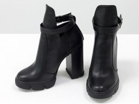 Ботинки из черной кожи с резиновой вставкой сверху на высоком каблуке, Б-1664-08