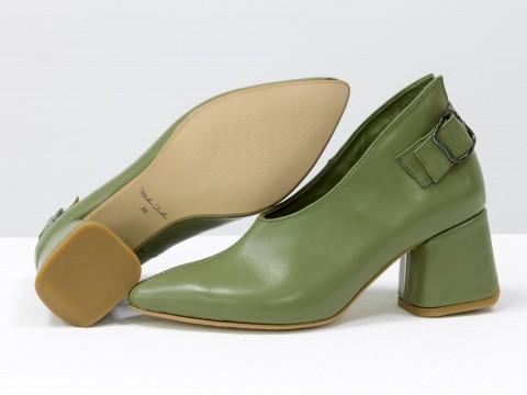 Дизайнерские закрытые туфли на невысоком обтяжном каблуке из натуральной итальянской кожи оливкового цвета,  Т-2056-10