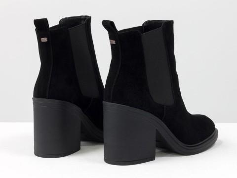 Ботинки свободного одевания черного цвета из натуральной замши с широкой резинкой