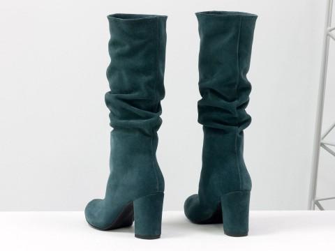 Замшевые сапоги гармошки бирюзового цвета на обтяжном каблуке