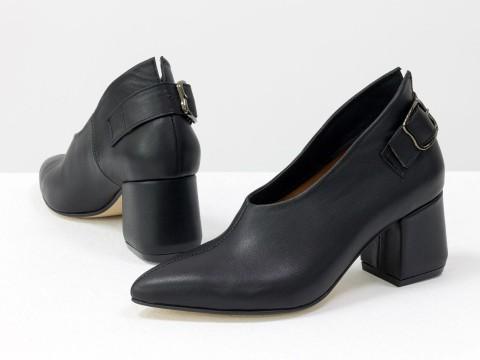 Дизайнерские закрытые туфли на невысоком обтяжном каблуке из натуральной итальянской кожи черного цвета,  Т-2056-08