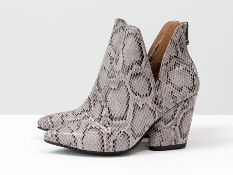 Женские туфли-ботинки из кожи с принтом питон на каблуке, Т-19138-05