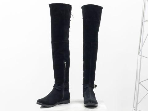 Высокие Ботфорты из натуральной замши черного цвета со шнуровкой на низком ходу