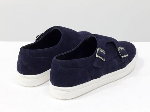 Туфли замшевые синего цвета на белой подошве