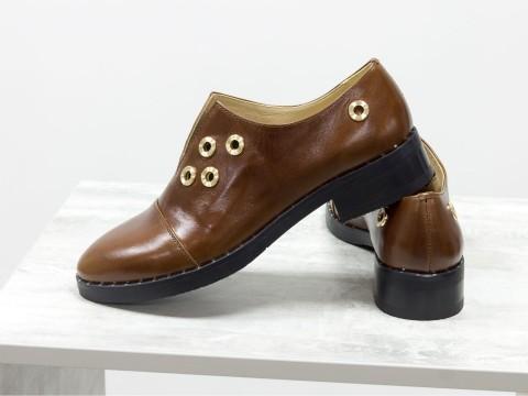 Лакированные туфли коричневого цвета на низком ходу