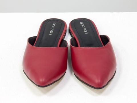 Женские бабуши из натуральной кожи красного цвета с острым носочком