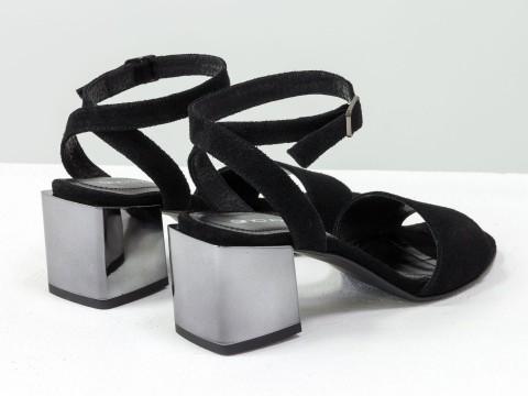 Женские черные босоножки из натурального замша на квадратном каблуке