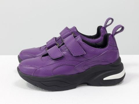 Женские кроссовки на липучках из натуральной кожи фиолетового цвета