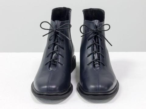 Женские демисезонные ботинки из кожи синего цвета на шнуровке