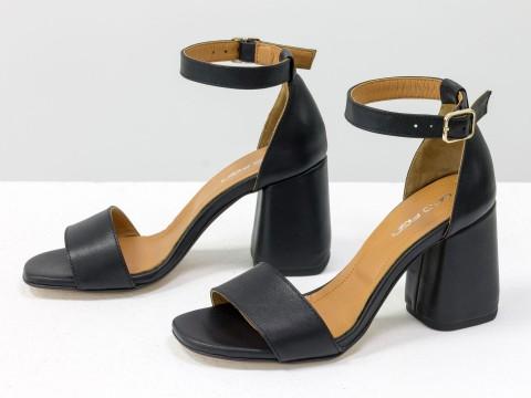Черные классические босоножки с ремешком вокруг на расклешенном каблуке