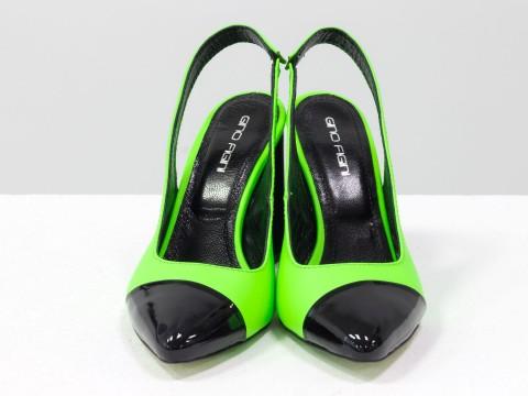 Дизайнерские туфли на высоком глянцевом каблуке из кожи черно-салатового цвета