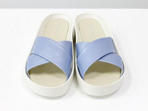 Шлепанцы из натуральной кожи флотар голубого цвета с перламутровым блеском
