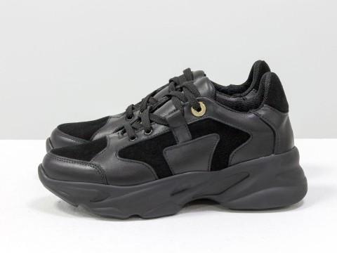Женские кроссовки из кожи черного цвета на модной высокой подошве