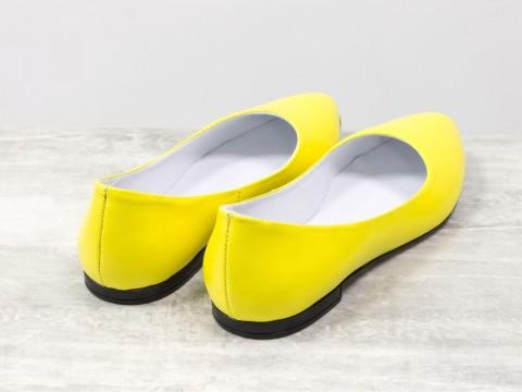 Женские балетки из натуральной кожи ярко желтого цвета