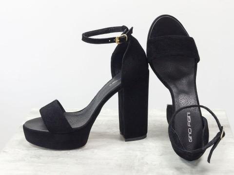 Черные босоножки на высоком каблуке из натуральной замши