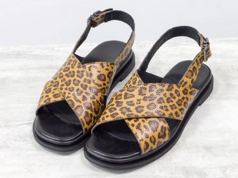 Леопардовые босоножки на низком ходу из натуральной кожи