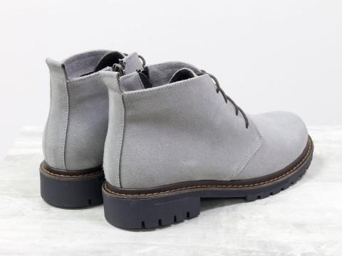 Женские серые ботинки из натуральной замши со шнуровкой