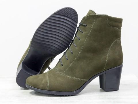 Удобные ботинки из матовой кожи зеленого цвета на среднем каблуке