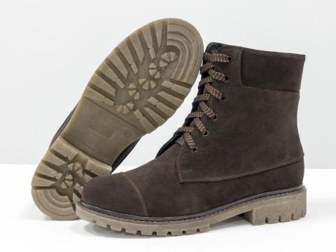 Женские демисезонные ботинки коричневого цвета на шнуровке