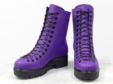 Женские ботинки на шнуровке из кожи флотар ярко фиолетового цвета
