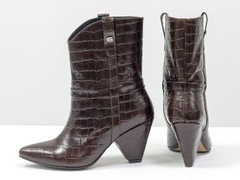 Сапоги казаки из натуральной кожи шоколадного цвета на скошенном каблуке