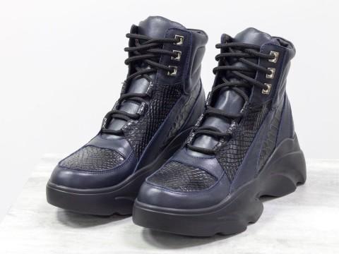 Женские ботинки на утолщенной подошве из натуральной кожи черно-синего цвета