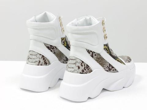 Женские спортивные ботинки на модной подошве из натуральной белой кожи с вставкой питон