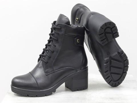 Черные демисезонные женские ботинки из кожи на каблуке