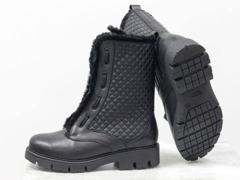 Высокие женские ботинки из кожи черного цвета со шнуровкой