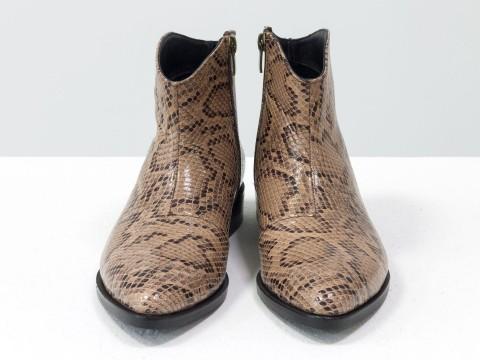 """Женские бежевые ботинки с удлиненным носиком из эксклюзивной кожи """"рептилия"""""""