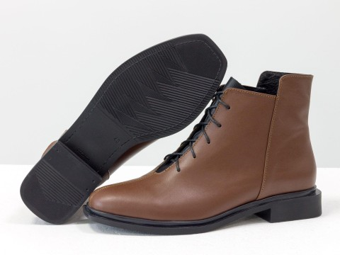 Женские демисезонные ботинки из кожи коричневого цвета на шнуровке