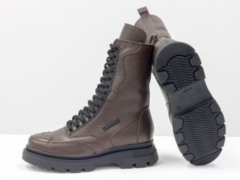 Коричневые ботинки со шнуровкой из натуральной кожи на высокой подошве