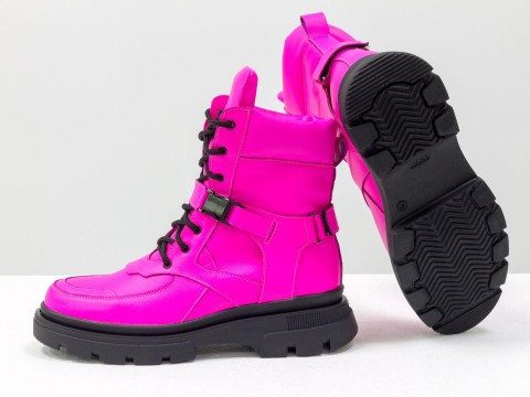 Женские ботинки из кожи малинового цвета на шнуровке