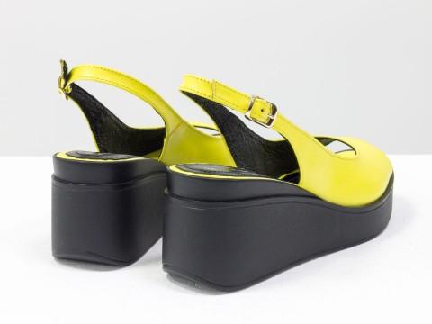 Женские желтые босоножки на танкетки из натуральной кожи