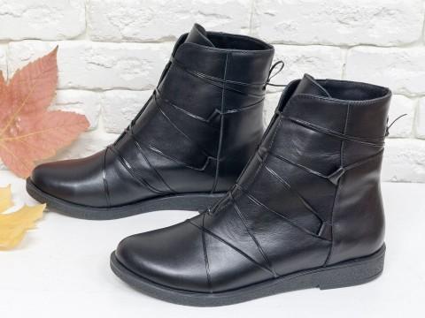 Ботинки на низком ходу черного цвета из натуральной кожи со шнуровкой по всей высоте