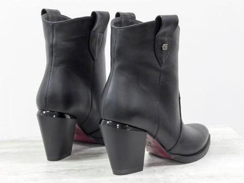 Невысокие сапожки казаки из натуральной черной кожи на скошенном каблуке