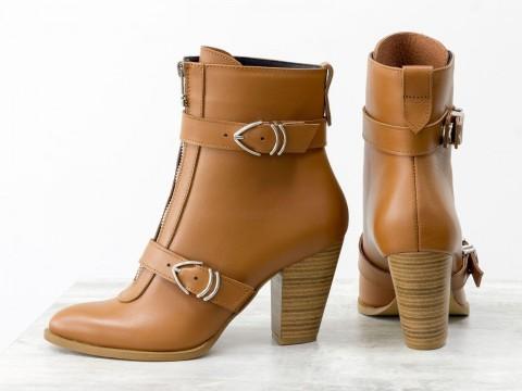 Женские ботильоны на среднем каблуке из кожи светло коричневого цвета